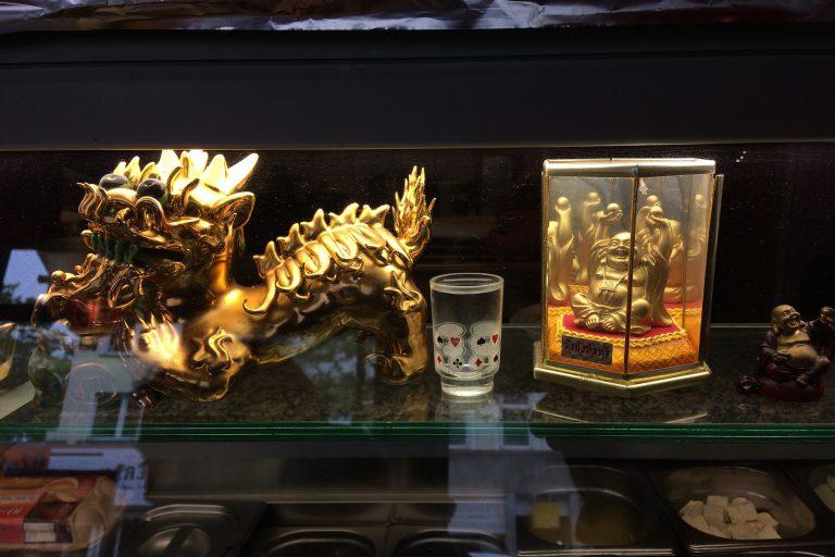 Drachen, Buddhas – und zwei Gläschen Wasser