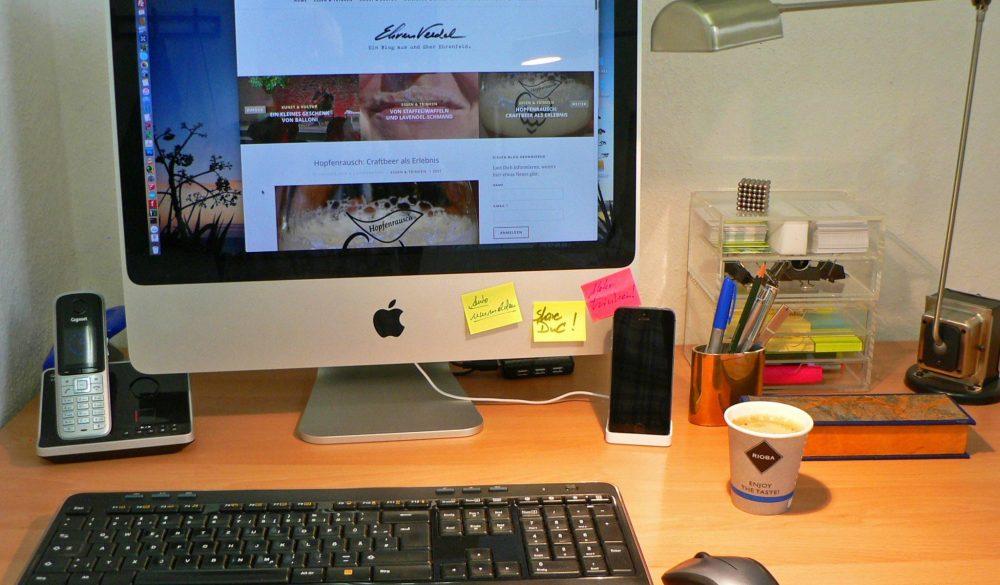 ShareDnC: Schreibtisch und Kaffee