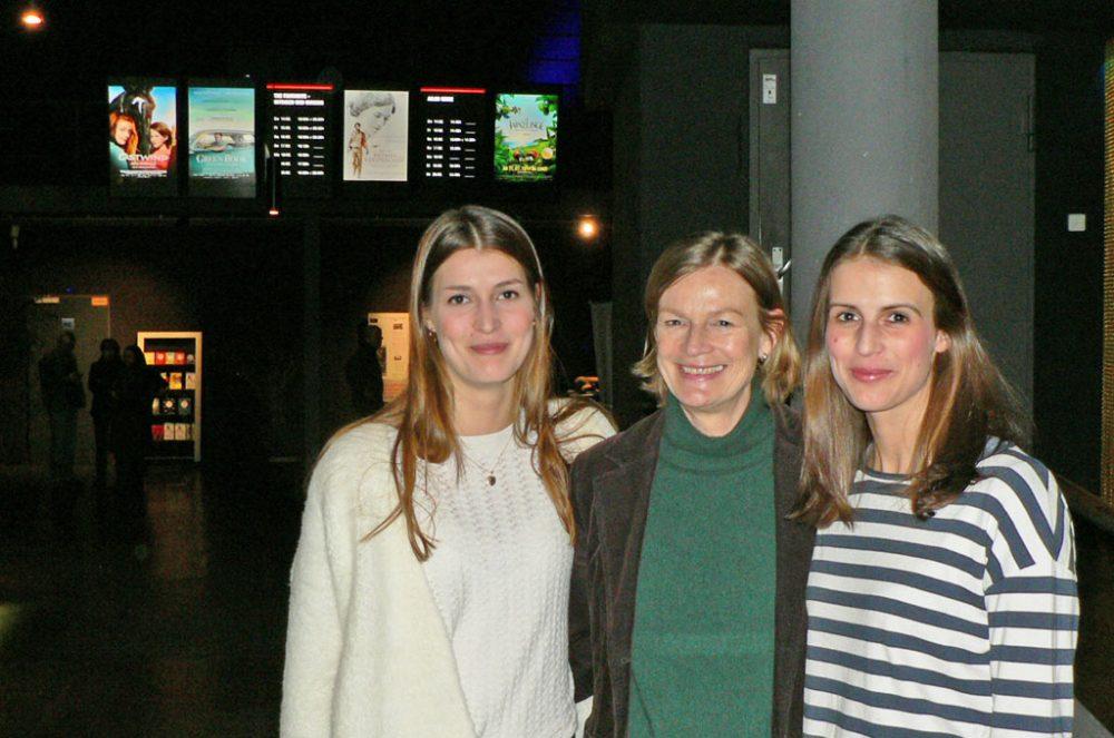 Das Cinenova in Köln Ehrenfeld ist ihr Ding: Mutter Martina Borck mit Töchtern Adrienne (links) und Sandrine
