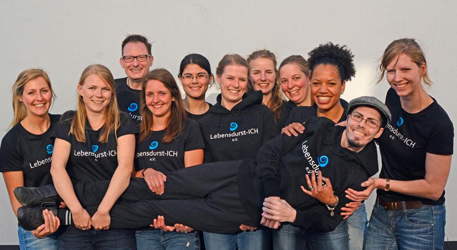 Ein fröhliches Team: Die jungen Leute von Lebensdurst-ICH