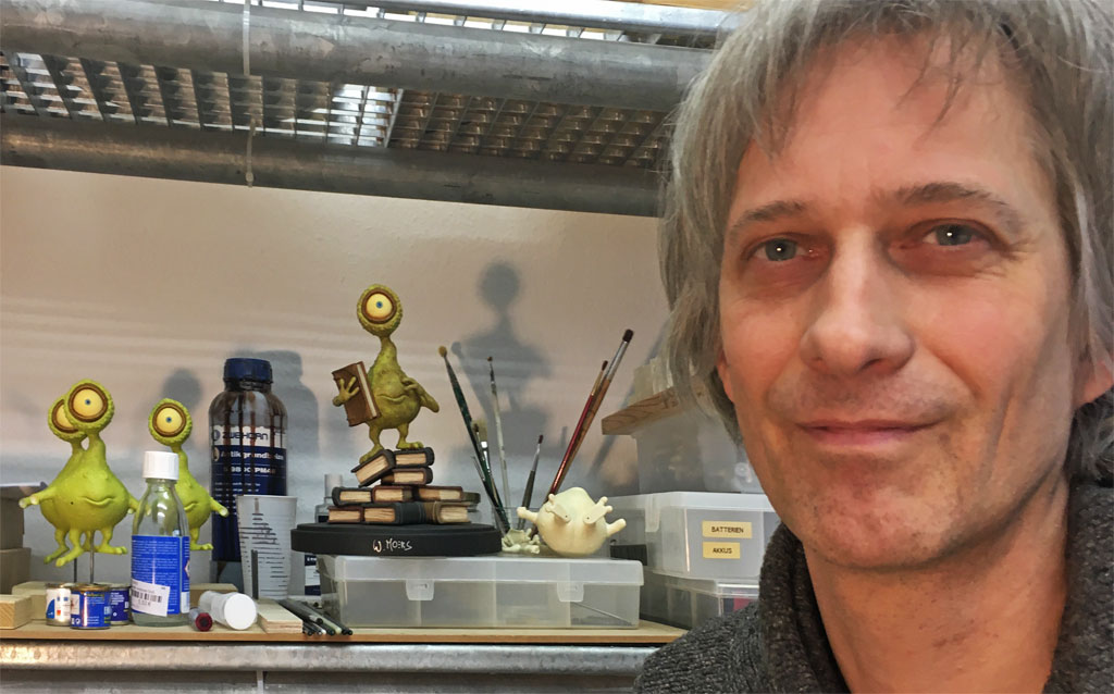 Puppenbauer Carsten Sommer in seiner Werkstatt in Ehrenfeld