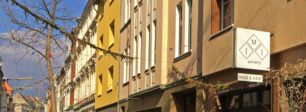 Im Hofladen in der Körnerstraße in Ehrenfeld laufen die Fäden des Urban Winery Projekts zusammen.