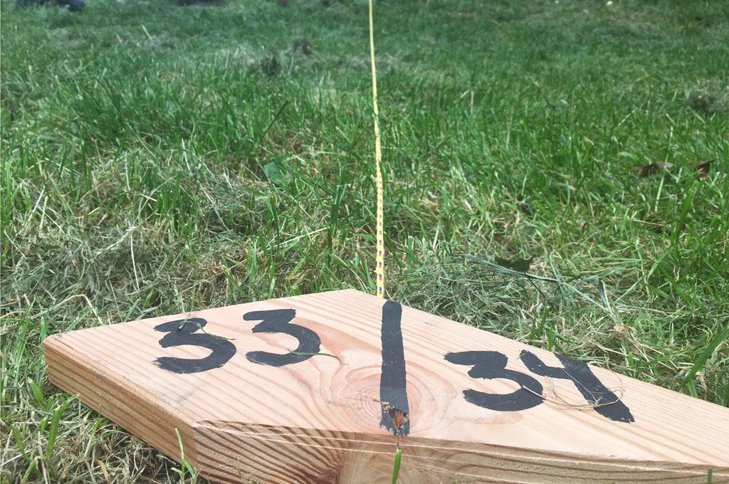 Wo ein Wille, da ein Weg: Markierungen auf dem Boden helfen, Abstände einzuhalten